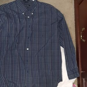 Men's long sleeved blue plaid button down